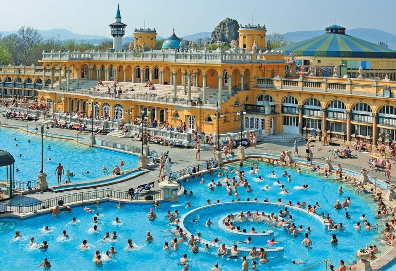Szechenyi-Spa-Baths-Press-Photo-Outdoor-Pool.jpg