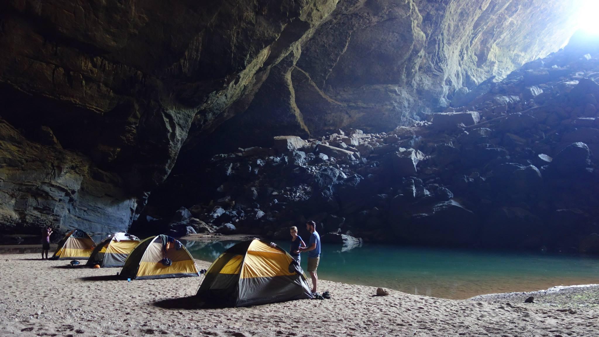 Hang en cave vietnam itinerary