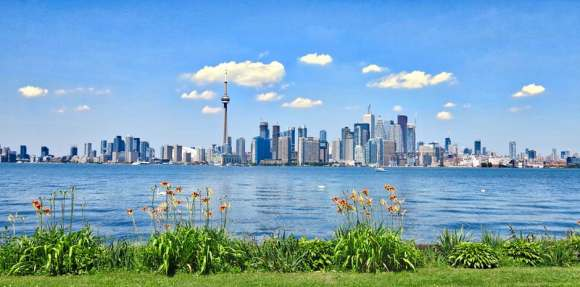 """A Travel Guide: The Greatest Things """"Aboot"""" Canada"""