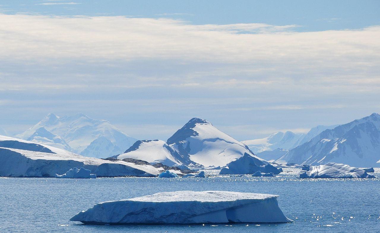 1280px-Antarctica_(7),_Laubeuf_Fjord,_Webb_Island