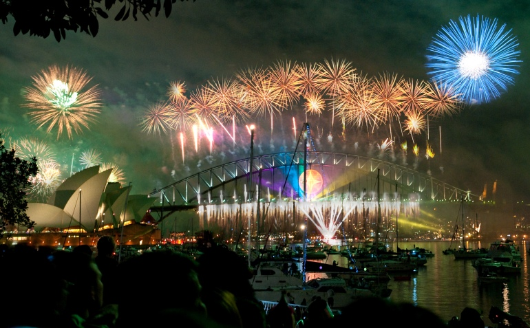 Sydney_habour_bridge_&_opera_house_fireworks_new_year_eve_2008-2