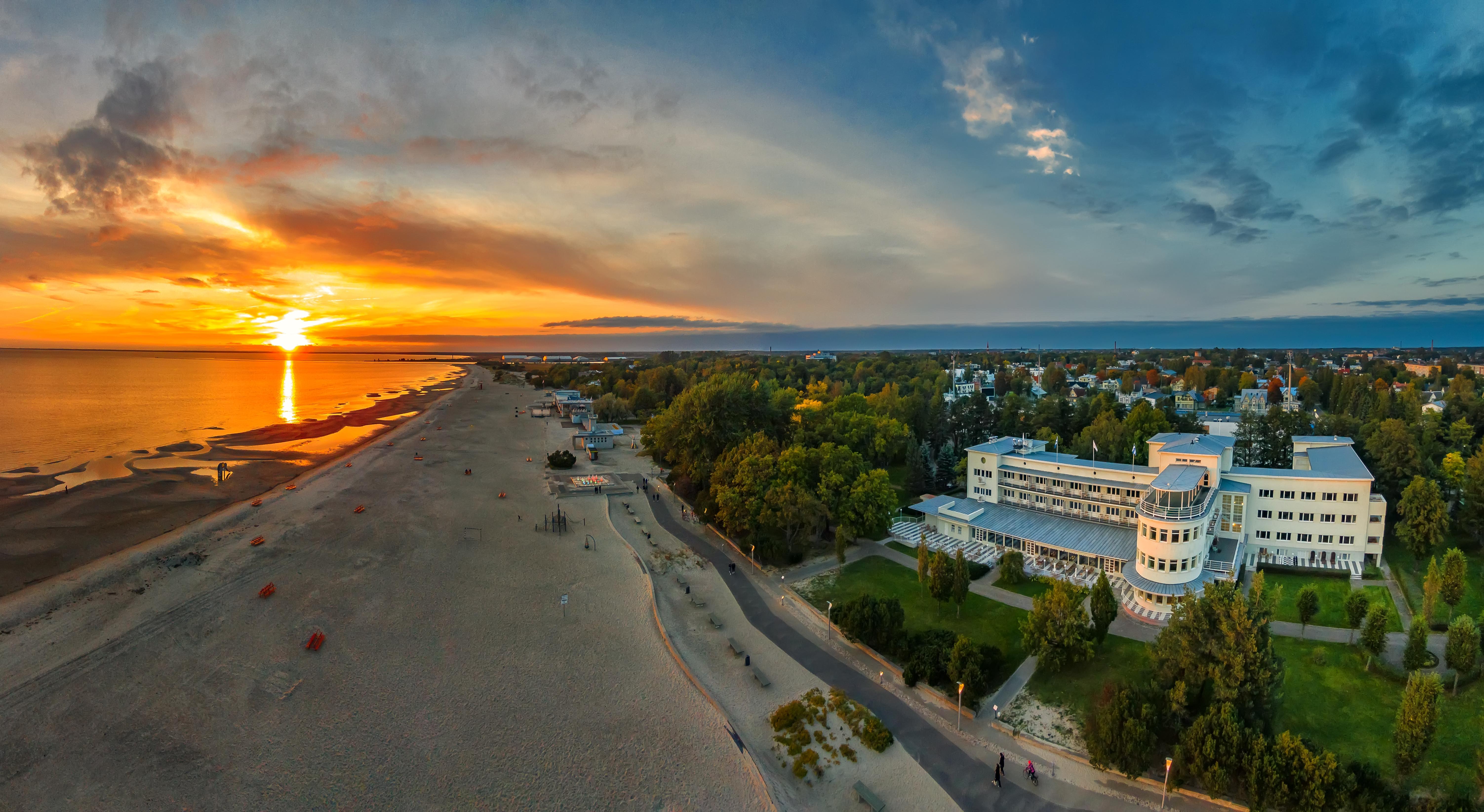 Sunset_in_Pärnu_beach_(1)